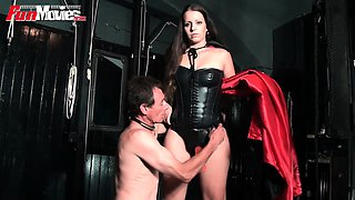 Mistress loves pegging her male amateur slave