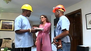 Sexy housewife convinces workers to IR DV and DP her