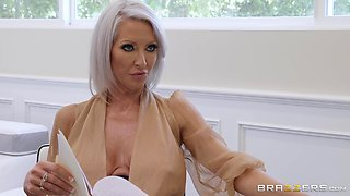 MILF slut Emma Starr blows a cop and gets a facial instead of paying