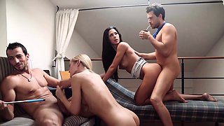 LOS CONSOLADORES - European wives enjoy a cuckold foursome
