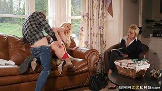 Amber Jayne & Danny D in Door To Door Rub And Tug - BRAZZERS