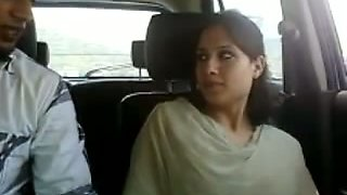 Super horny Indian chick gives her lover a nice blowjob in his car