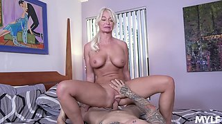 Auntie rides cock like she's young again