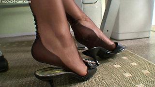 Nicole The Nylon Feet Queen1037 310
