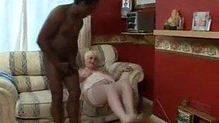Omar Fucks a Squirting Granny.elN