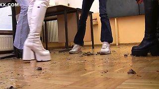 4 german girls crush snails