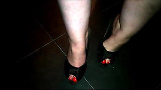 Sultry lady takes a hot load of piss on her sexy feet in POV