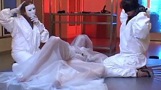 Bride has a lesbian threesome while trying on wedding dresses