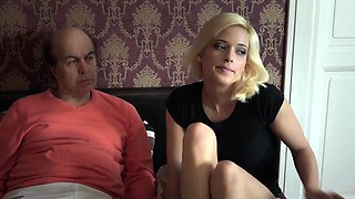 Blonde ballerina makes Oldje's toes curl in bed!