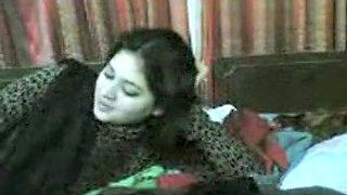 Sexy Pakistani Housewife