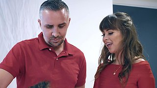 Cheating wife Riley Reid spreads her legs for a large prick